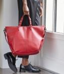 Grooming, cuir taurillon Pessoa porté main rouge